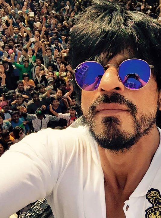 The pictures you all took with me will be up on IAMSRKClub's FB page soon! Will sign off for the day with this selfie I clicked earlier on. Had a great birthday... Thanks & Love to all!