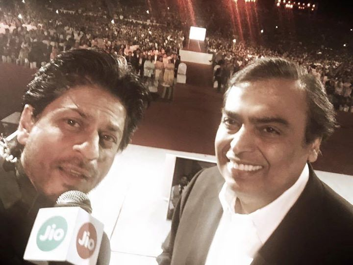 Shahrukh Khan,  CelebratingJio