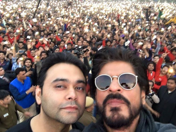 FAN took me to Delhi, my younger days and today to my college. Thank you YRF and Maneesh. JABRA mazaa aayaa.  http://bit.ly/JabraFanSong