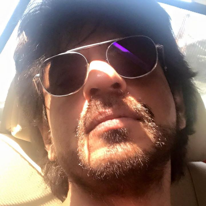 Long drive for Raees work. I am in a Dear Zindagi state of mind. Gauri & Alia suggest song besides #LetsBreakUp