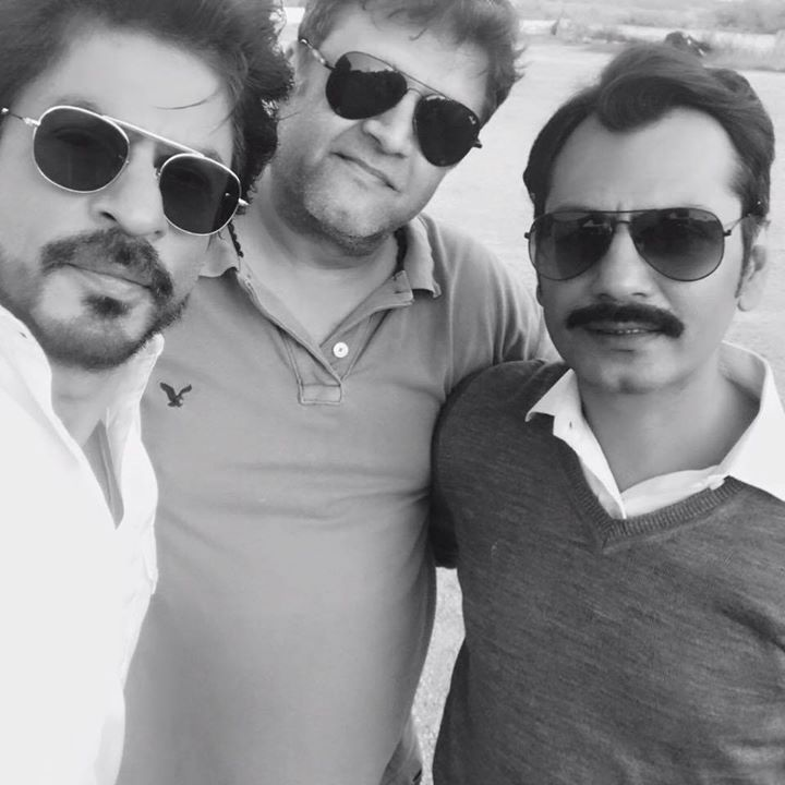 Nawazuddin Siddiqui, #RahulDholakia, giving finishing touches to Raees. Thank u guys u r stupendous. #RaeesTrailerAaRahaHai