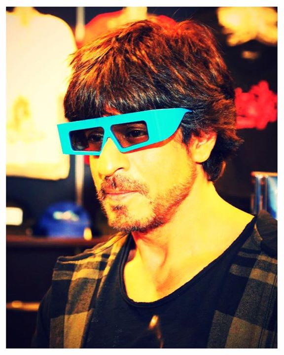 And if the glasses r 3D then I guess Battery bol lo…Alas Raees is in 2D but the story is multidimensional.
