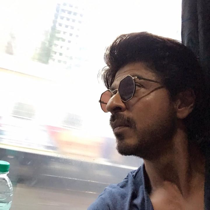 On train & listening to the new song from Raees. Dhandhe Ka #Dhingana…   bit.ly/DhinganaRaees    #2DaysToRaeesKaDin