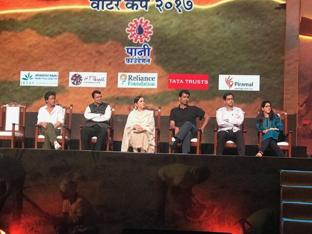 Thanks Aamir Khan & Kiran for giving me the honour to stand in for u. Devendra Fadnavis ur concern for farmers is touching