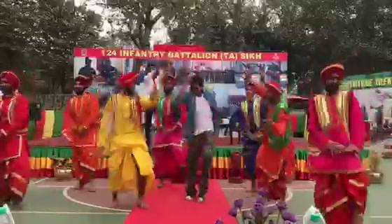 Celebrating the Republic Day with army jawans full Punjabi style. Thank u AajTak.