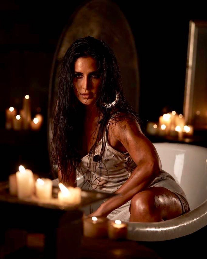 Somebody asked me what Husn Parcham means. Well it means announcement of ones beauty...roughly. Smoothly it means just this...!!! Song out tomorrow...#HusnParcham⁠ ⁠ @katrinakaif